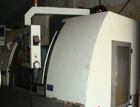 Máy gia công CNC EUMA - Cơ khí chính xác